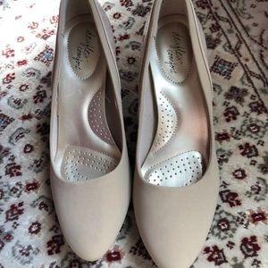 """2""""tan kitten heels Dressy shoes"""